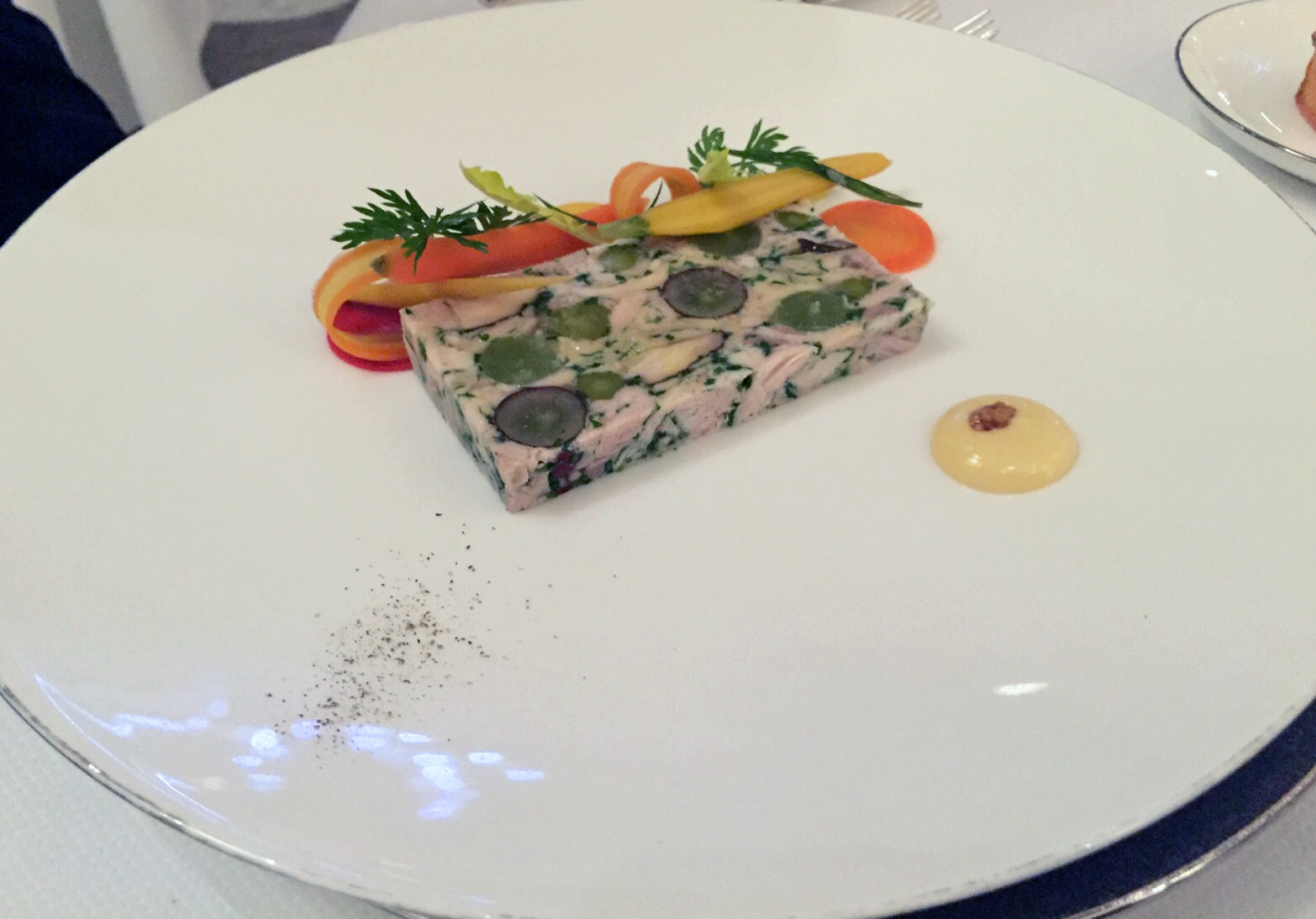 Review the dining room at the goring hotel beeston place belgravia the foodaholic for Food bar beeston