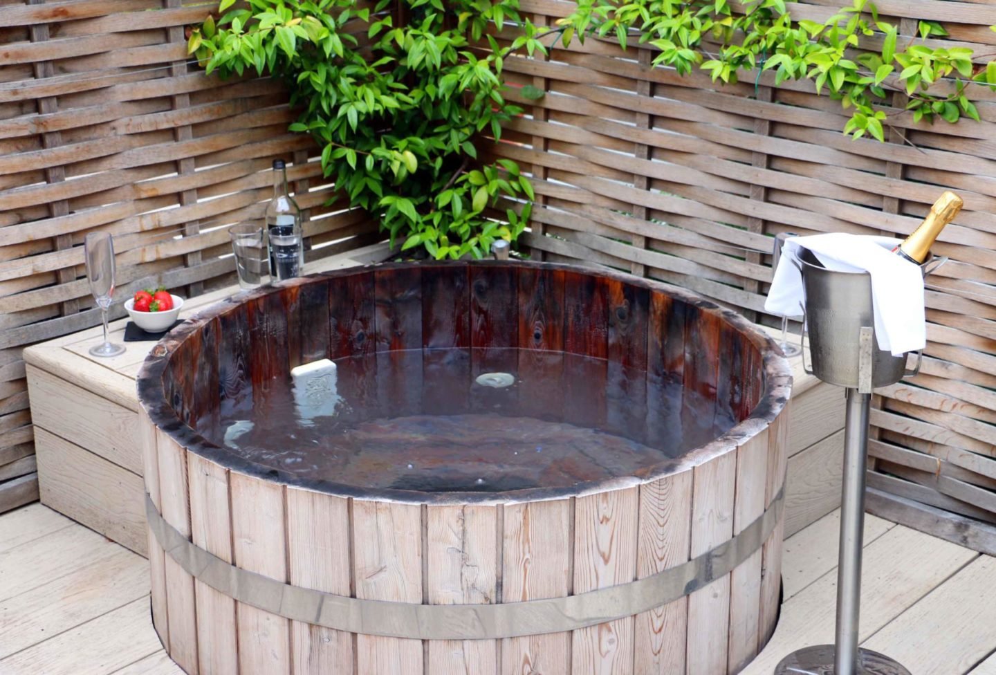 Top 5 Uk Luxury Hotels With Outdoor Hot Tubs The Foodaholic